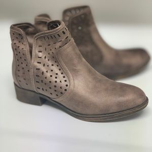 Geometric cutout ankle boots